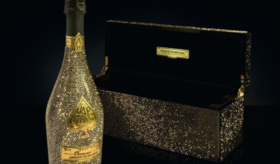 Champagne Armand de Brignac con botella cristales Swarovski, lujo en una copa